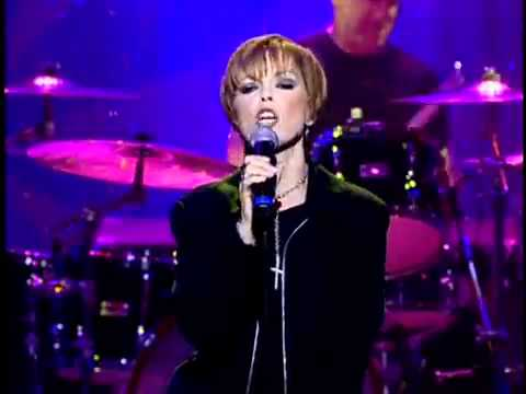 [03] Pat Benatar - We Live For Love - Live 2001