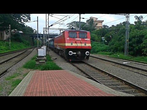 Trivandrum - Gorakhpur Raptisagar Express arrives Aluva
