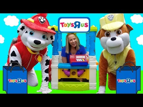 PAW PATROL Rubble Pup Goes to Toys R US !!! ~ HUGE Skye REAL Marshall ~