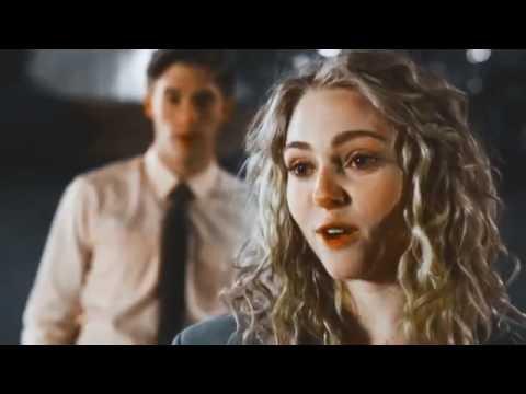 Sin Bandera ft. Maluma - Sobre Mi(Video Letra) 2017 Estreno