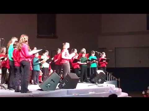 Alexia singing Tac ao chang de yang