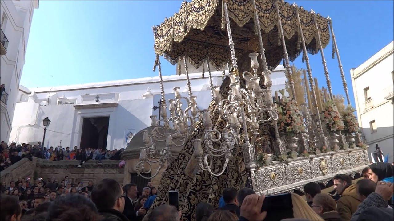 El perdon 2016 preciosa recogida virgen rosario banda e for Recogida de muebles cadiz