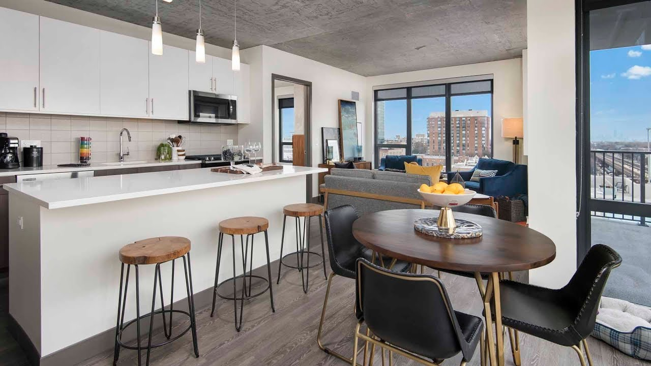 Bon A 2 Bedroom, 2 Bath High Rise Model In Downtown Oak Park At The Emerson
