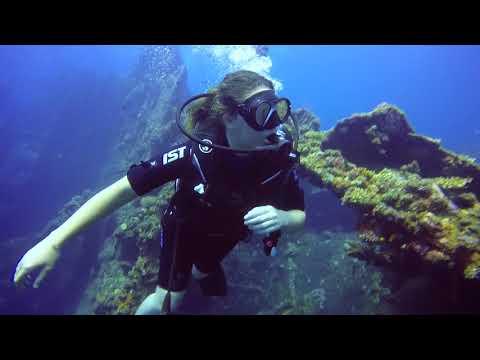 Baptême de plongée Anaïs Abyss Amed Bali Indonésie