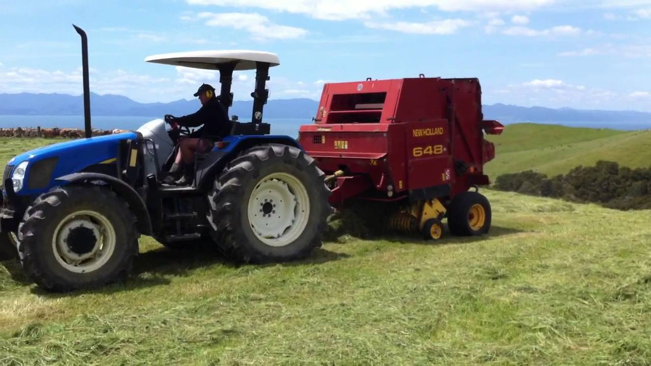 New Holland baling with a New Holland 648 round baler