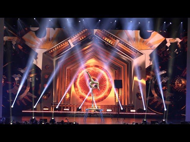 VidCon YouTube Onstage 2018: Sofie Dossi!!  Amazing gymnastic performance!!