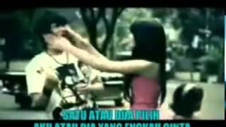 Repeat youtube video Gamma Band - Satu Atau Dua Video Asli dan Lirik.flv