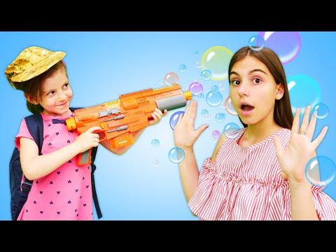 Что взять в Детский Лагерь? Смешные видео игры в магазин с куклой Барби.