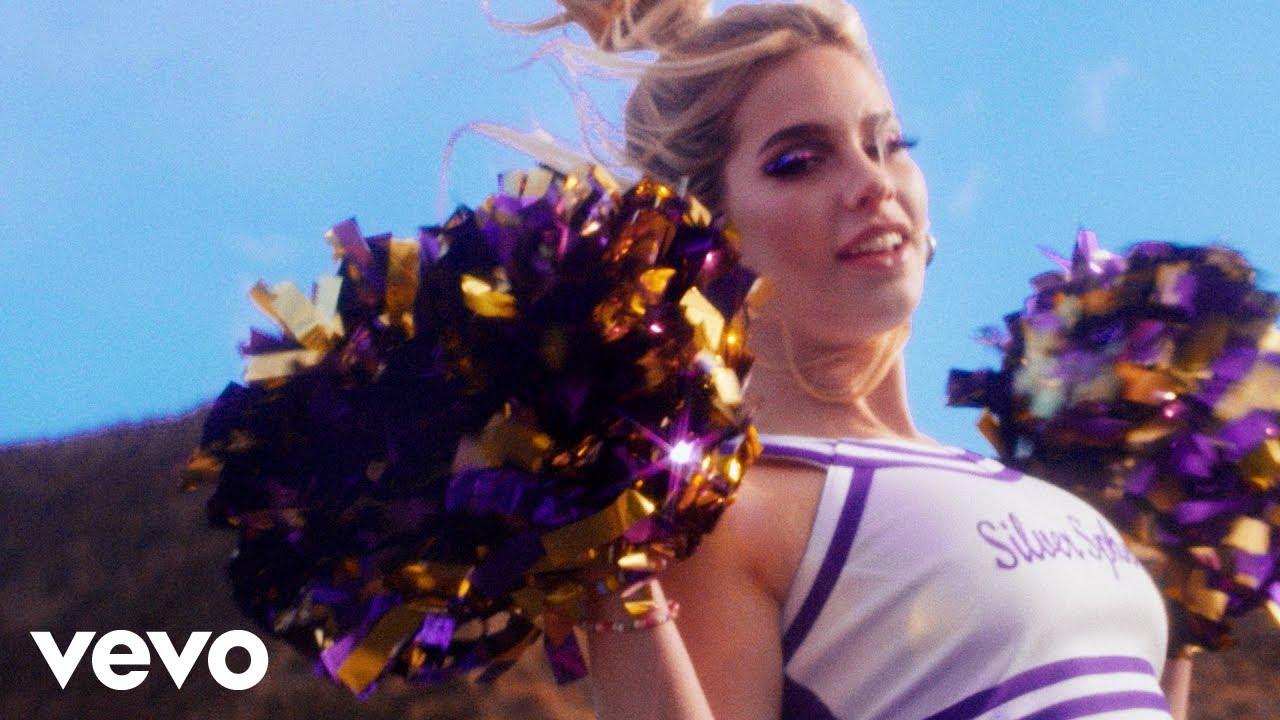 Download Sophie Cates - football game (Official Video)