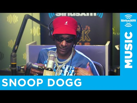 """Snoop Dogg Made His Daughter & Wife Watch """"Roxanne Roxanne"""""""