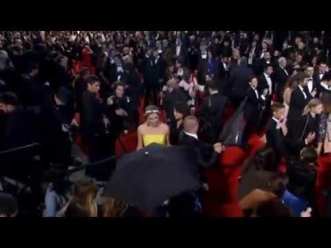 Роберт Паттинсон и Джулианна Мур на красной дорожке фильма «Звёздная карта» Http://9kommentariev.ru/