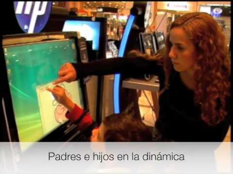 Mario Medel dibujando en una Touch Smart de Hp