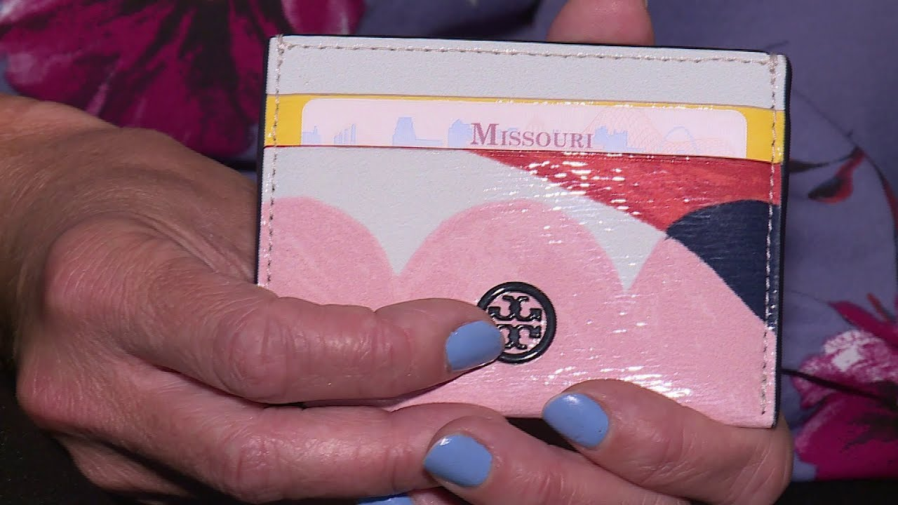 Missouri Woman Loses Wallet in Las Vegas; Stranger Mails it Back to Her Days Later