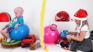 Лера и Лева не поделили игрушки. Разделили комнату! Победила дружба? Видео для детей