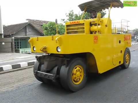 Sakai 9 Wheel Pneumatic Tire Roller