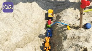 Марк на море I Гоночная трасса из песка для маленьких машинок I Играем машинками на пляже