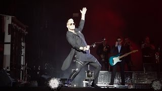 """HD - Robbie Williams performs """"Let me entertain you"""" at 2015 Paleo Festival in Nyon"""