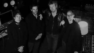 Apparatjik (Jonas Bjerre, Guy Berryman, Magne Furuholmen) - Ferreting