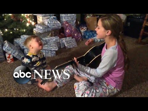 Toddler with Down syndrome sings with sister in video thanks to music therapy