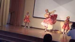 Русский танец. Центр
