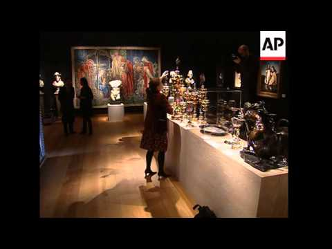 Designer's art collection to be auctioned