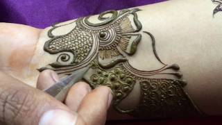 How to apply fantastic wrist mehndi tattoo for bride