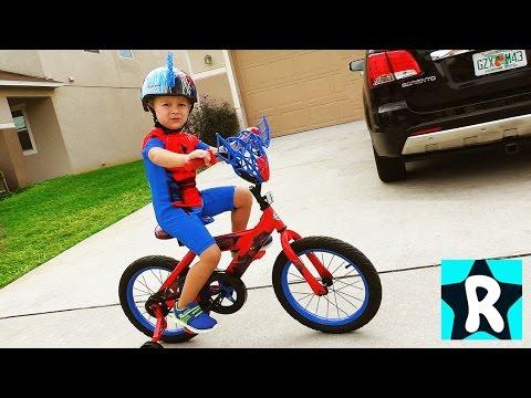 ЧЕЛОВЕК ПАУК на Велосипеде Едет в Магазин! Сюрпризы Щенячий Патруль и Супер Шопкинс ★ Kids Roma Show