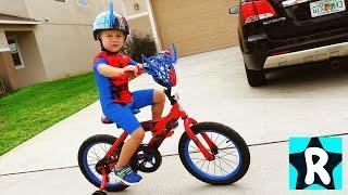 ЧЕЛОВЕК ПАУК на Велосипеде Едет в Магазин Сюрпризы Щенячий Патруль Шопкинс SpiderMan Видео для Детей(Рома - Человек Паук! У Человека Паука появился новый, самый первый в его жизни Велосипед