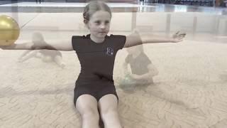 Художественная гимнастика. Разминка с мячом. Stroinoff.(Видео уроки по Художественной гимнастике для девочек 5-7 лет. Video lessons. Rhythmic gymnastic. Warming-up., 2015-09-20T10:57:01.000Z)
