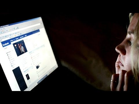 Report: Facebook omits conservative topics from trending lists