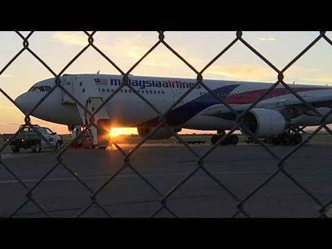 Malaysia Airlines flight makes emergency landing in Alice Springs