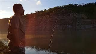 Вот такие видео появляются когда жена с тобой на рыбалке