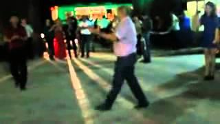 классно танцует под кабардинскую песню