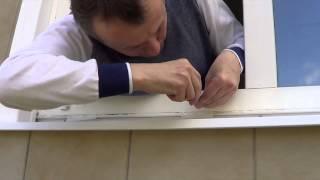 Установка крепежа противомоскитной сетки(Срочный и недорогой ремонт окон в Москве и области http://teplodoma.ru/services/repairing-of-windows/, 2014-05-03T17:44:50.000Z)