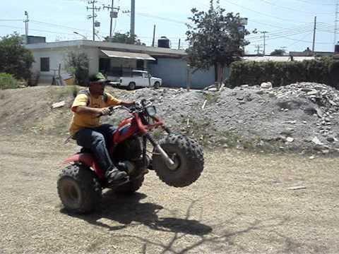 Trimoto Honda 3wheeler 1986 Atc 200s Wheelies Youtube