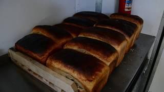 Мобильный пункт выпечки хлеба в полевом лагере в Красноярском крае