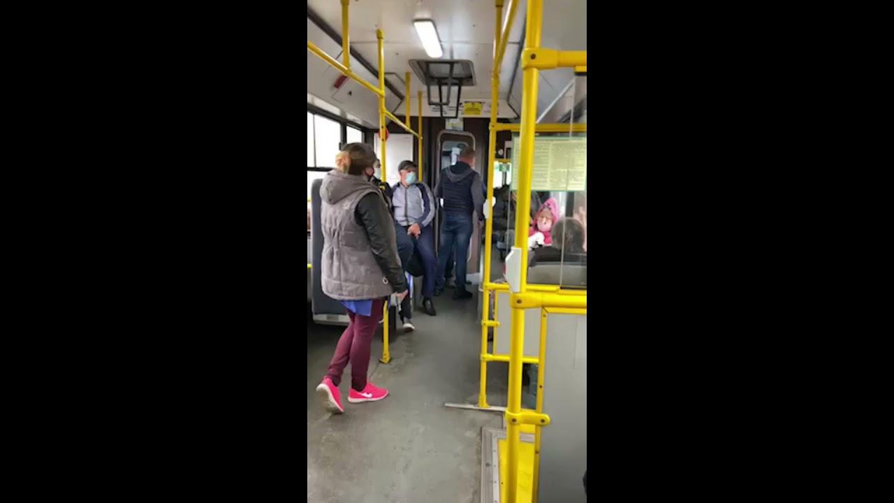 Без Купюр У Кропивницькому в тролейбусі сталася бійка - пасажир не хотів одягати маску. ВІДЕО Вiдео За кермом  новини Кропивницький Коронавірус в Україні Кіровоградщина громадський транспорт 2021 Червень 2021 Квітень