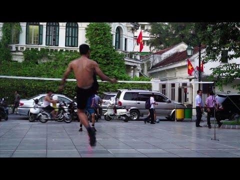 A Hanoï, les incroyables accrobaties des adeptes de da cau
