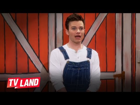 Hot in Cleveland: Chris Colfer, Carol Burnett and Betty White Sing a Tune