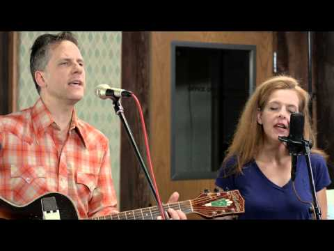 """Calexico - """"Tapping On The Line - Live (feat. Neko Case)"""""""