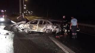 Bariyere çarpan otomobil alev alev yandı