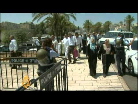 Palestinians denied mosque access