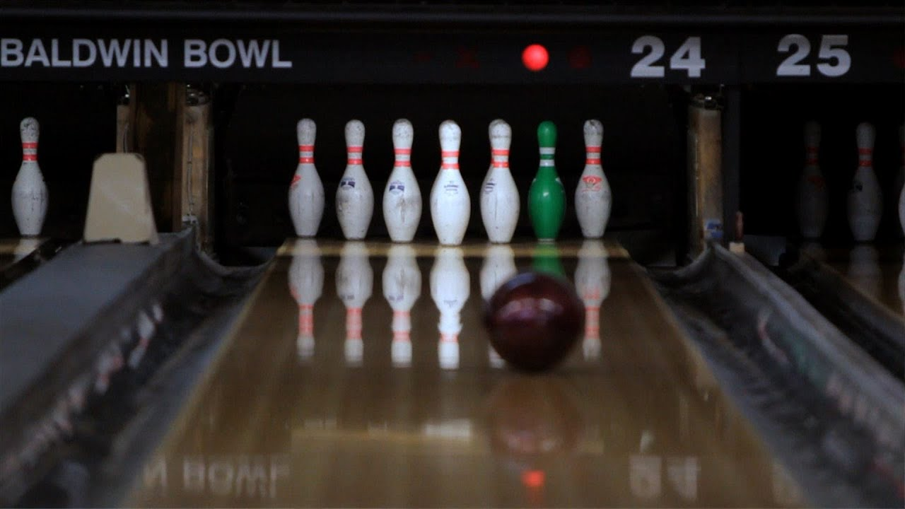 How To Shoot A 10 Pin Bowl A Strike Bowling Youtube