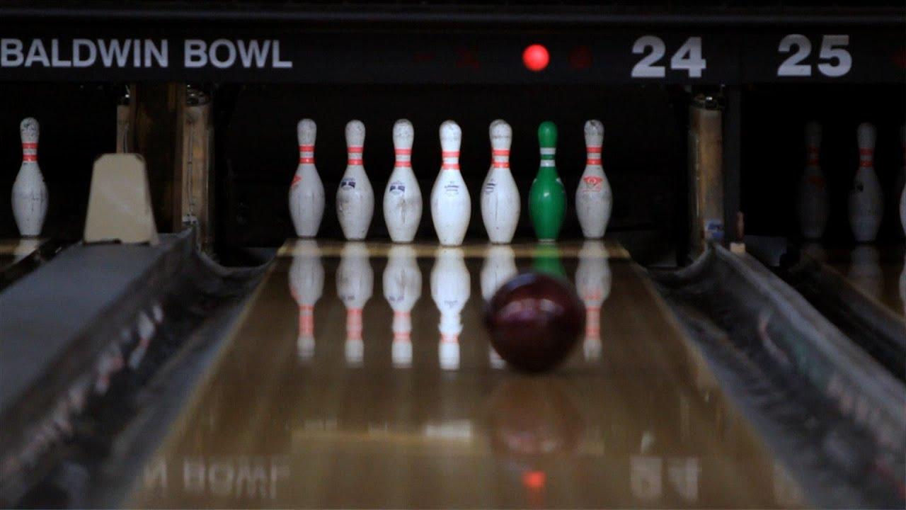 how to shoot a 10 pin bowl a strike bowling [ 1280 x 720 Pixel ]