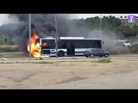 Arde Un Autobús En Valladolid Y Acaba Calcinado