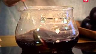 Слива в красном вине: рецепты консервации от