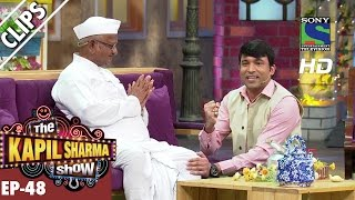 Chandu seeking blessings from Anna Hazare -The Kapil Sharma Show-Ep.48-2nd October 2016