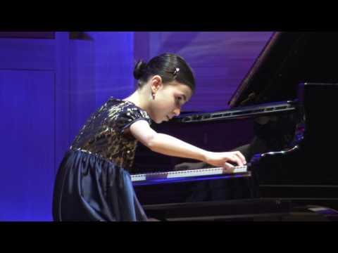 Александра Довгань, лауреат II Московского Международного конкурса пианистов Владимира Крайнева,