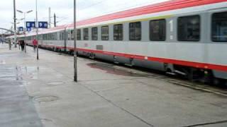 Wien Westbahnhof: Ausfahrt ÖBB-EC 566 und ÖBB-IC 642 mit Zugansagen