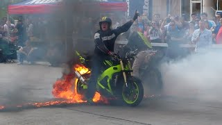 Moto Stunt Show @ Sebis Enduro Challenge 2015(Stunt Show on 2 bikes in Romania at Sebis Enduro Challenge, 2015 edition Subscribe for more videos/projects/tutorials: ..., 2015-05-14T10:38:10.000Z)